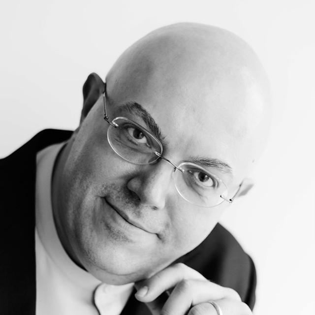 Roberto GILARDINO est un avocat polyglotte parlant le mandarin, l'anglais, le japonais et l'italien.