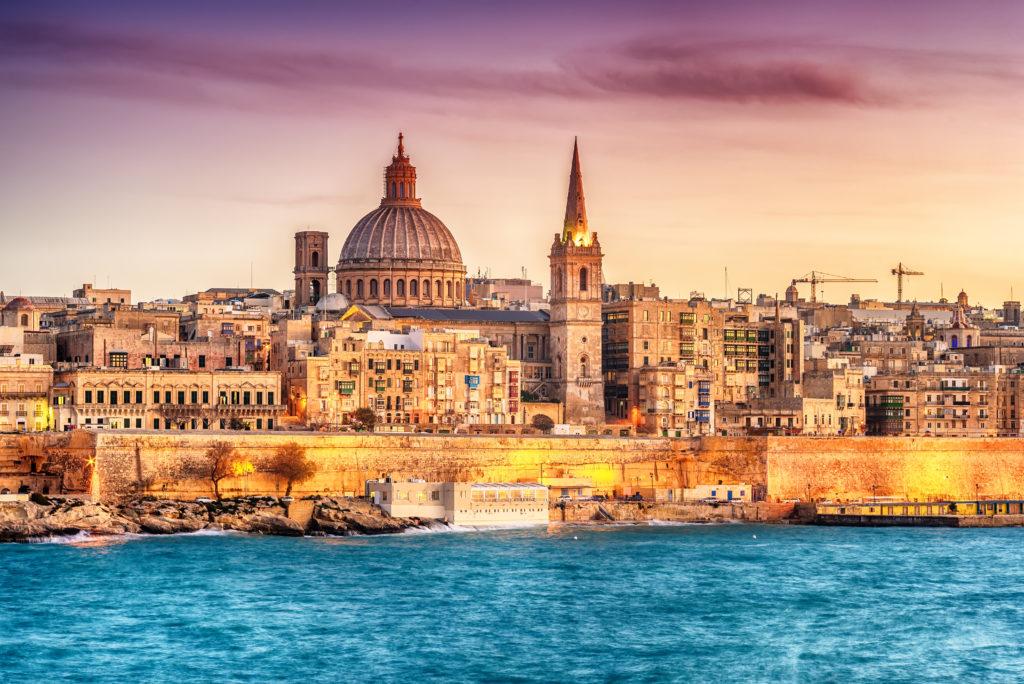Prendre la résidence à Malte.